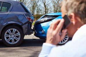 Что делать, если повредили машину во дворе?