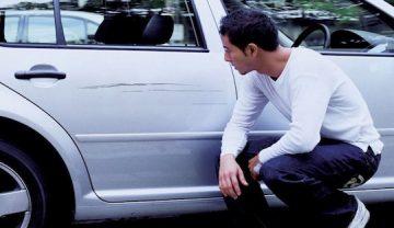 Поцарапали машину во дворе: что делать если виновник задел машину во дворе и уехал, мелкое ДТП во вдоре дома это страховой случай по осаго, каско